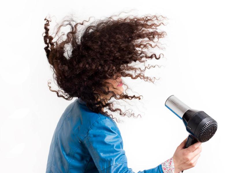Kıvırcık saçların kurutulmasındaki püf noktalar